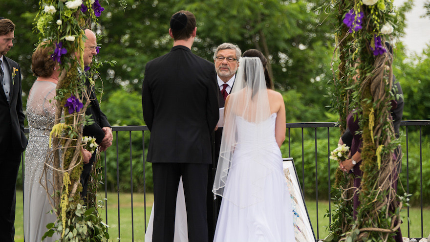 Rabbi Seymour Rosenbloom officiating at the wedding of his stepdaughter and her fiance in 2014. (Courtesy of Stefanie Fox via JTA)