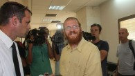 Rabbi Yosef Elizur (c) speaks with his lawyer in the Rishon Lezion court. August 2010 (Roni Schutzer/Flash90)