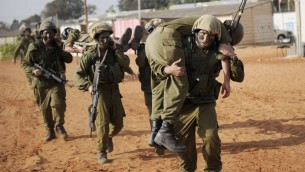 IDF soldiers take part in a training exercise on October 26, 2010. (Michal Shvadron / IDF spokesperson / FLASH90)