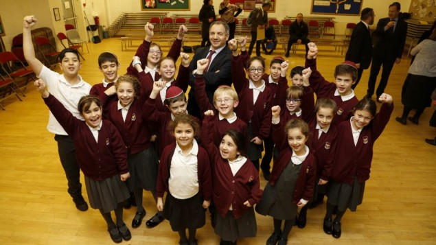 pupils-from-hasmonean-primary-school-celebrating-with-headteacher-alan-shaw22