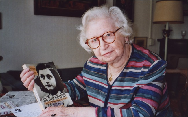 Miep Gies displayed a copy of her book 'Anne Frank Remembered' at her apartment in Amsterdam in 1998. (Courtesy: Steve North)
