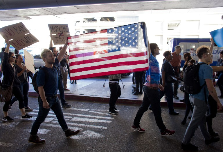Protesters gather at the Los Angeles International airport's Tom Bradley terminal to demonstrate against President Trump's executive order effectively banning citizens from seven Muslim majority countries. (AFP PHOTO / Konrad Fiedler)