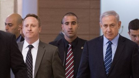 Prime Minister Benjamin Netanyahu, right and his then-chief of staff Ari Harow arrive at a Likud faction meeting in the Knesset, November 24, 2014. (Miriam Alster/Flash90)