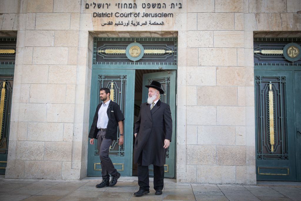 Former Chief Rabbi of Israel, Yona Metzger (r) seen at the Jerusalem District Court at the opening of his trial, where he is suspected of taking bribed, fraud, and involvement in criminal activities, on March 10, 2016. (Hadas Parush/Flash90)