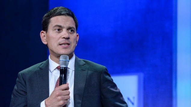 Cette photo prise le 19 septembre 2016 montre le président et le chef de la direction de l'ONG International Rescue Committee (ICR) David Miliband modérant une discussion lors de la Clinton Global Initiative Annual Meeting à l'hôtel Sheraton à New York, Etats-Unis (Crédit : AFP PHOTO / GETTY IMAGES AMÉRIQUE DU NORD / STEPHANIE KEITH)