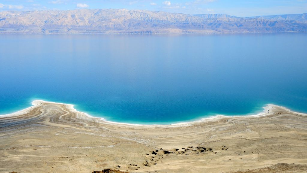 A spate of sinkholes along the shores of the Dead Sea on January 11, 2017. Today there are more than 6,000 sinkholes, with new ones appearing each day. (Melanie Lidman/Times of Israel)