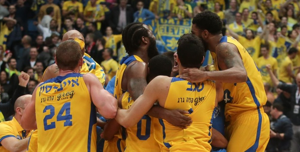 Maccabi Tel Aviv Basketball team celebrates a victory in the National Cup final games against Hapoel Jerusalem, in Jerusalem, on February 17, 2017. Photo by (Flash90)