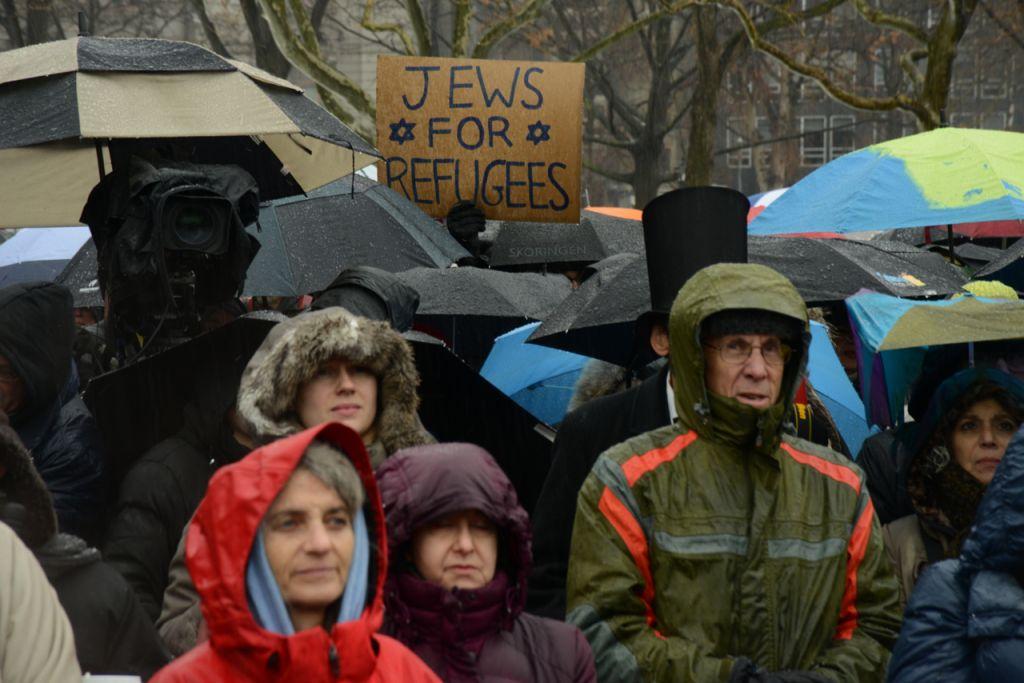 The crowd gathers in sleet and hail for the Jewish Rally for Refugees in Battery Park, New York, on February 12, 2017. (Courtesy HIAS)