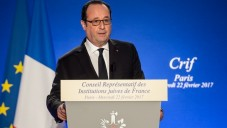 French President Francois Hollande gives a speech during the 32nd annual dinner of the Jewish Institutions Representative Council (Conseil Representatif des Institutions Juives de France - CRIF) in Paris, on February 22, 2017. / AFP PHOTO / POOL / Christophe Petit Tesson