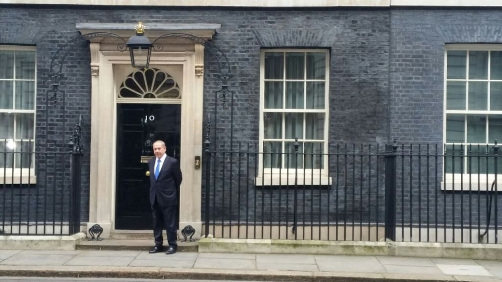 Prime Minister Benjamin Netanyahu enters 10 Downing Street in London for a meeting with his British counterpart, Theresa May, on Monday, February 6, 2017 (Raphael Ahren/Times of Israel)