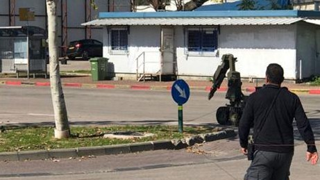 A robot device defuses an explosive device placed under a car in Ramat Hasharon, February 17, 2017 (Police spokesperson)