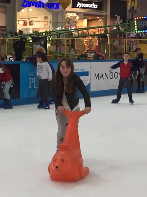 Ice Mall skating and Splashing in the Wow Show