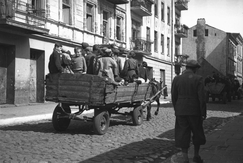 Children being transported to the death camp. (Henryk Ross/Art Gallery of Ontario, gift from the Archive of Modern Conflict/Courtesy Museum of Fine Arts)