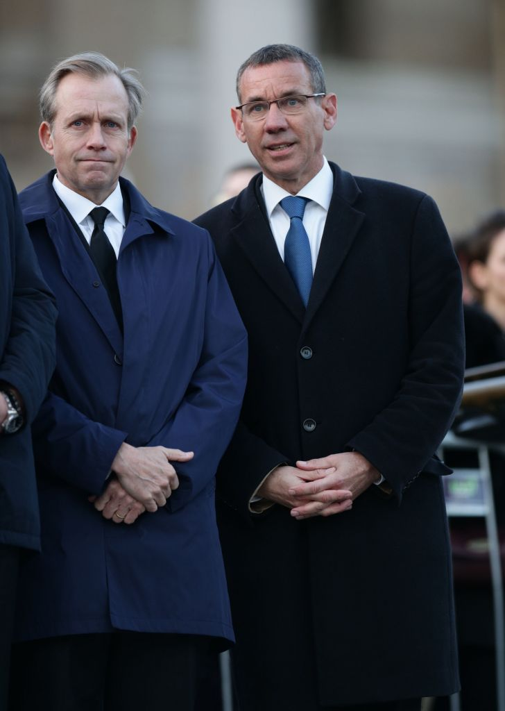 US Ambassador to the UK Lew Lukens (left) and the Isareli Ambassador to the UK Mark Regev at the candlelight vigil in Trafalgar Square (Photo credit: Yui Mok/PA Wire)