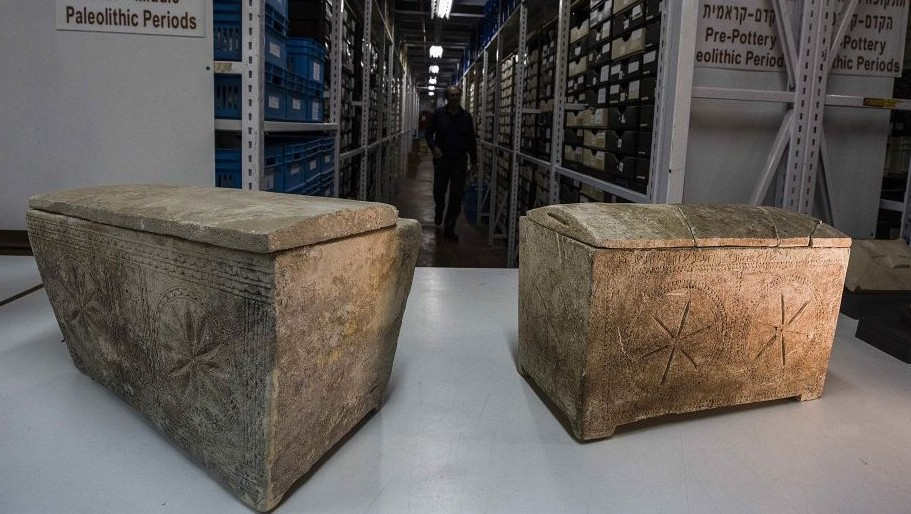 """Ossuaries with inscriptions with Hebrew letters forming the word """"Yeshua"""", or Jesus, are stored in Israel's antiquities authority storeroom, in Beit Shemesh, Israel, Sunday, March 19, 2017. (AP Photo/Tsafrir Abayov)"""