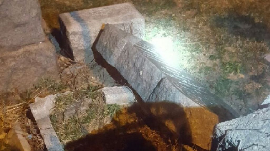Five tombstones damaged at historic Jewish cemetery in NY