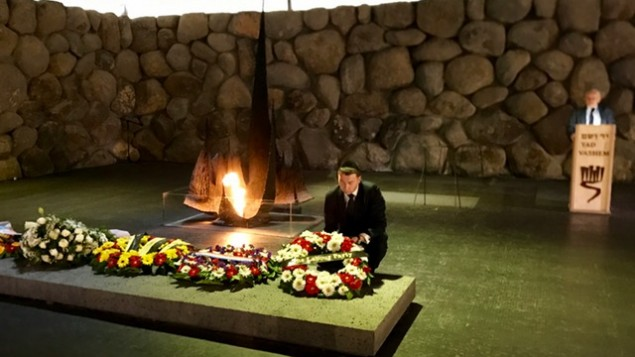 General-Secretary Iain McNicol laying a wreath at Yad Vashem