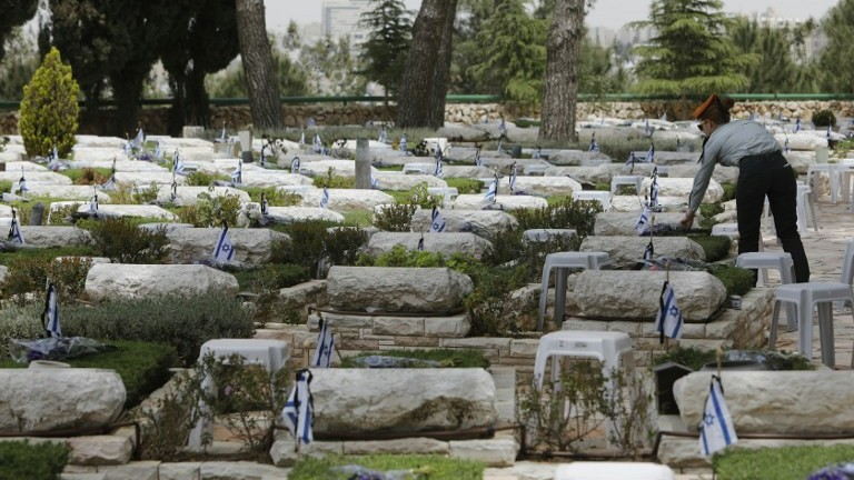 On Memorial Day, Israelis pay tribute to 23,544 fallen ...