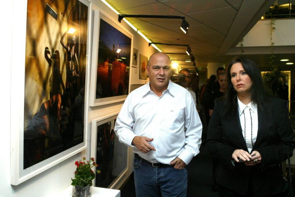 At the time Chairman of the Board of Directors of Bank Hapoalim, Dani Dankner, left, seen here on February 1 2008. (Roni Schutzer/Flash 90)