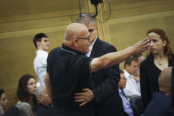 The father of a fallen soldier reacts at the State Control committee meeting in the Israeli parliament during a discussion about the Operation Protective Edge report, on April 19, 2017 (Hadas Parush/Flash90)