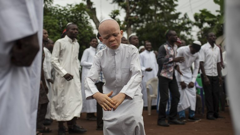A boy dances during Shabbat celebration gathering Indigenous People of Biafra (IPOB) militants and members of the Yahveh Yashua Synagogue (Yisraelities Biafra Region) outside the house of the movement's leader Nnamdi Kanu, in Umuahai on May 27, 2017. (AFP PHOTO / STEFAN HEUNIS)