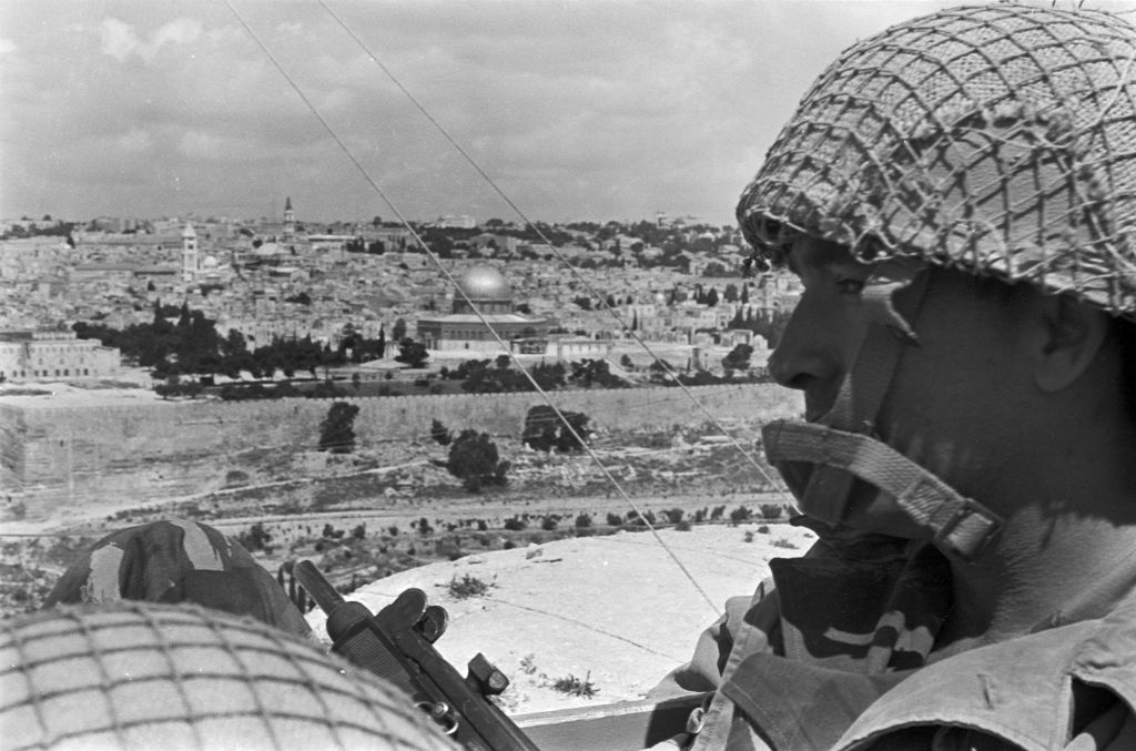 Soldiers look out over the Old City of Jerusalem on June 5, 1967. (Amos Zucker/Bamahane Magazine/Defense Ministry's IDF Archive)