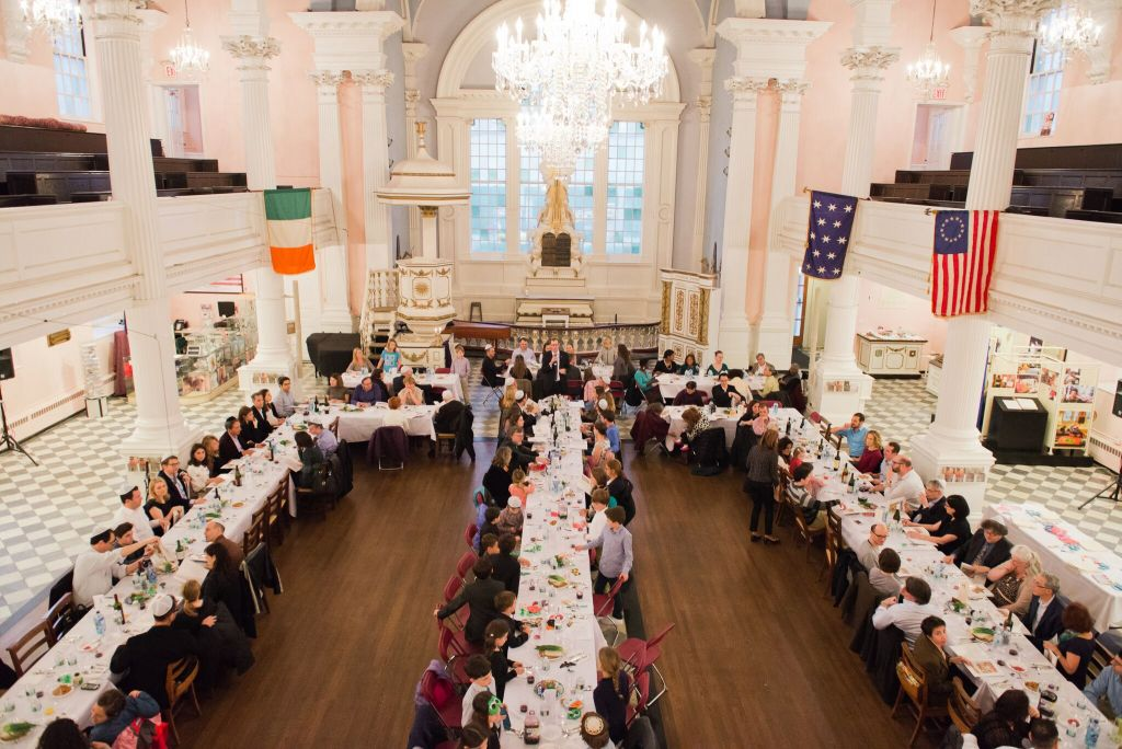 Tamid Downtown Synagogue hosts the Passover seder at St. Paul's Chapel. (Courtesy)