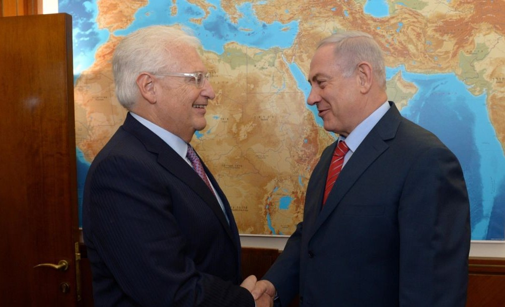 Prime Minister Benjamin Netanyahu (R) meets with newly-appointed US ambassador to Israel David Friedman, May 16, 2017. (Haim Tzach/GPO)