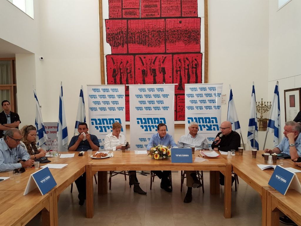 Opposition leader Isaac Herzog leads a Zionist Union faction meeting in the West Bank settlement of Ma'ale Adumim, May 19, 2017. (Courtesy)