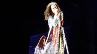 Steven Tyler d'Aerosmith interprète 'Crazy' à Tel Aviv le 17 mai 2017  (Capture d'écran : YouTube)