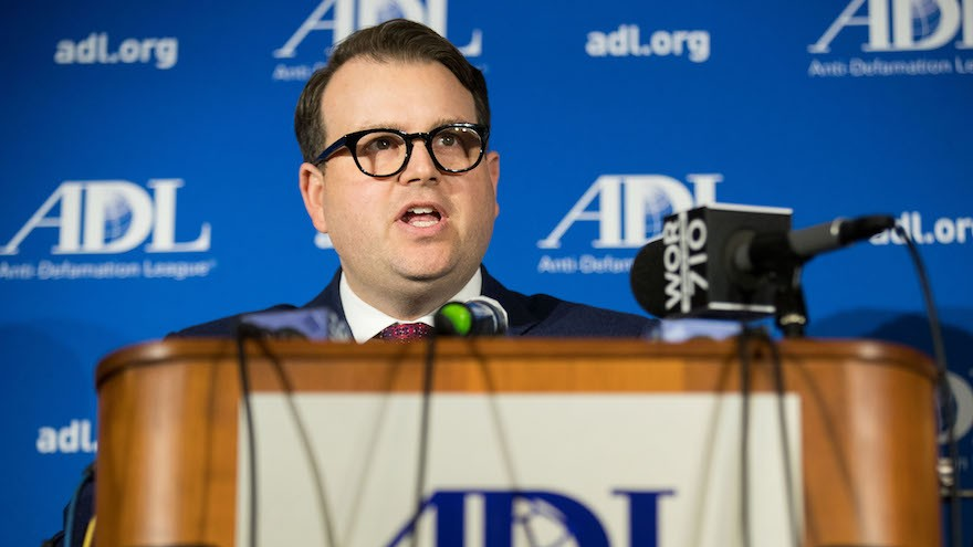 Evan Bernstein, directeur régional de l'Anti-Defamation League à New York, le 3 mars 2017. (Crédit : Drew Angerer/Getty Images/via JTA)