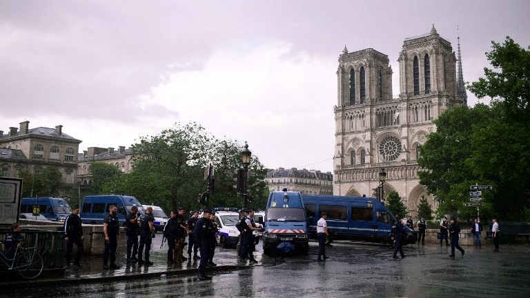 Attacker Shot Outside Notre Dame Cathedral