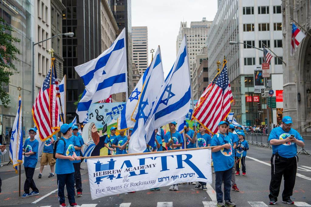 Students from the Hebrew Academy of the Five Towns and Rockaway march in the Celebrate Israel Parade, June 4, 2017. (Alexi Rosenberg)