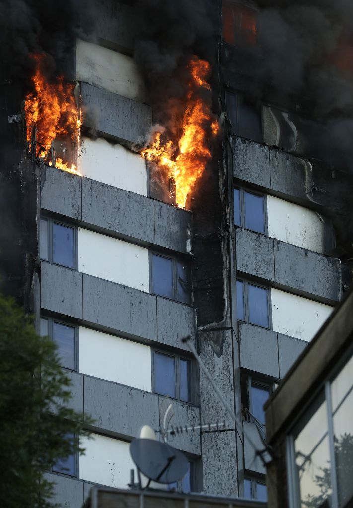 Building On Fire : Massive blaze engulfs story apartment tower in london