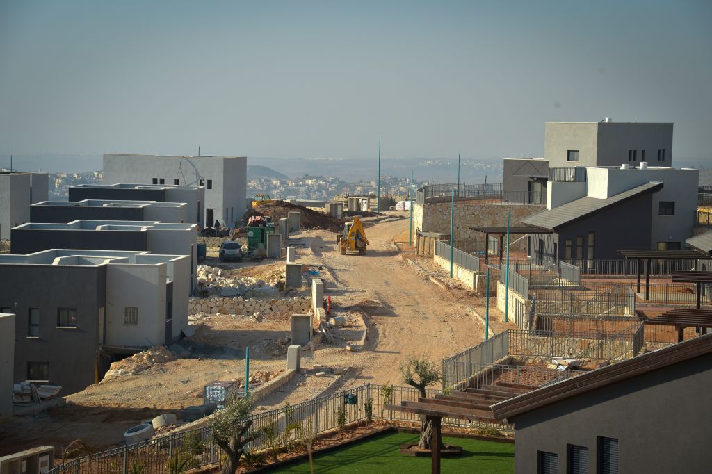 Construction of new buildings in the West Bank settlement of Na'ale,February 08, 2017. (Flash90)
