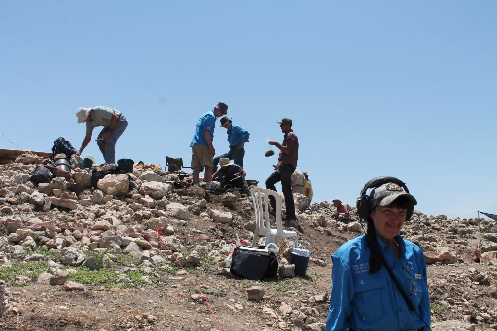Metal detectorist Ellen Jackson right) helped the ABR team find some 250 coins during the 2017 summer excavations at biblical Shiloh. (Amanda Borschel-Dan/Times of Israel)