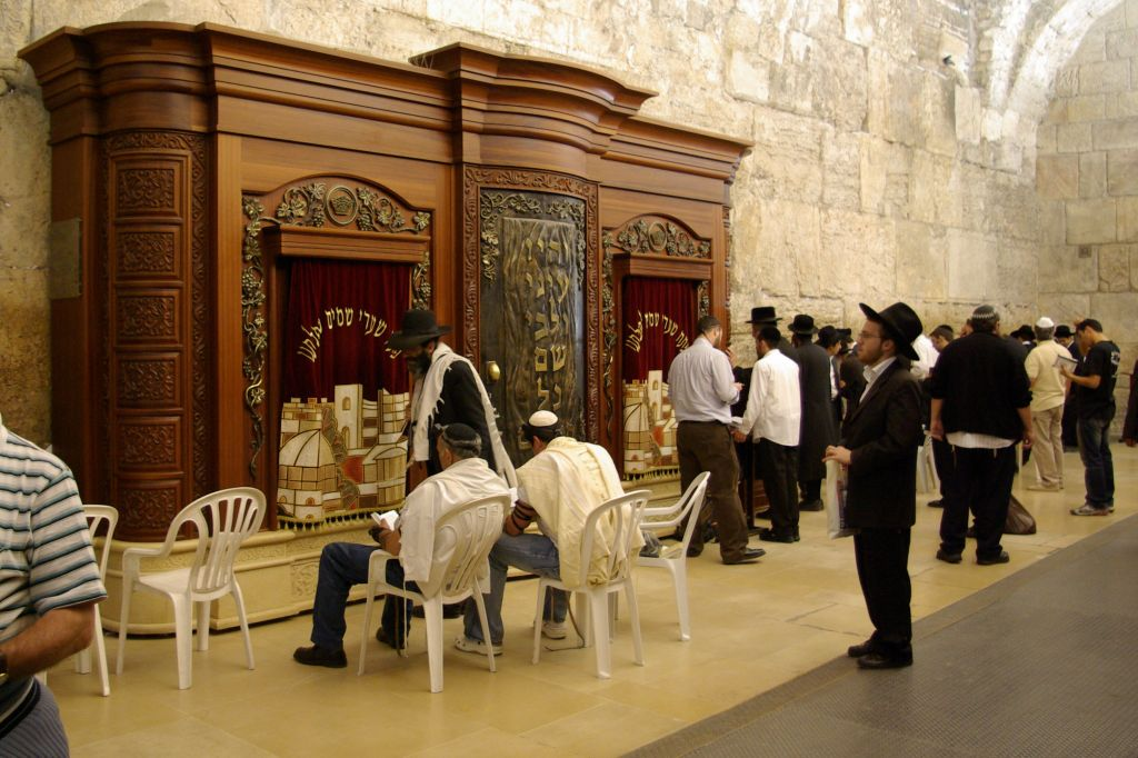 Torah Ark inside men's section of Wilson's Arch, November 2008. (Berthold Werner/public domain via wikipedia)