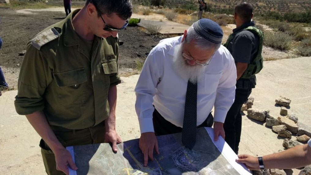 Deputy Defense Minister Eli Ben-Dahan speaks with IDF Civil Administration officials during a working tour of the water pipeline at Tapuah Junction on May 19, 2017. (Courtesy: Eli Ben Dahan)