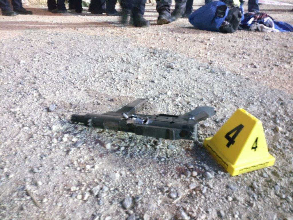 A 'Carl Gustav' type makeshift rifle used in a terror attack near Jerusalem's Old City on Friday, June 16 2017. (Israel Police)