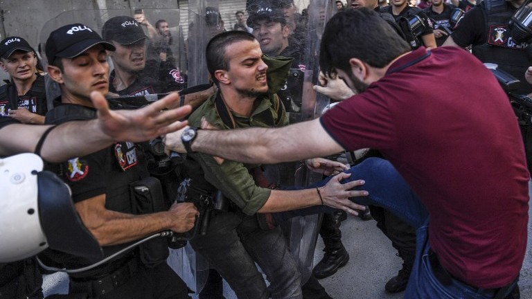 Turkish authorities ban transgender rights march