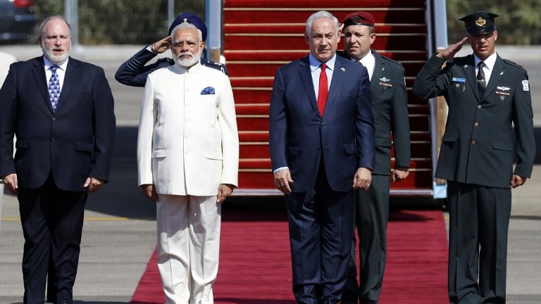 Prime Minister Benjamin Netanyahu, second right, greets his Indian counterpart Narendra Modi, second left, during an official ceremony at Ben Gurion International Airport on July 4, 2017. (AFP Photo/Jack Guez)