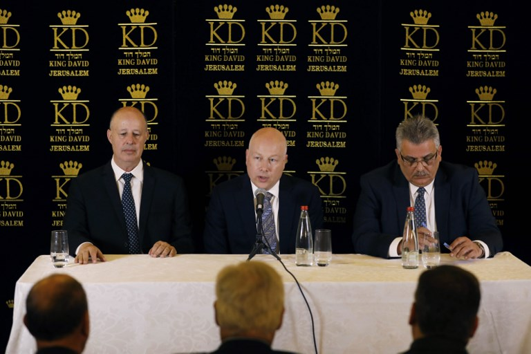 US President Donald Trump's Middle East envoy Jason Greenblatt, center, sits next to Israel's Regional Cooperation Minister Tzachi Hanegbi, left, and Mazen Ghoneim, right, head of the Palestinian Water Authority, during a news conference about a water-sharing agreement between Jordan, Israel and the Palestinian Authority, in Jerusalem, July 13, 2017. (AFP/POOL/RONEN ZVULUN)