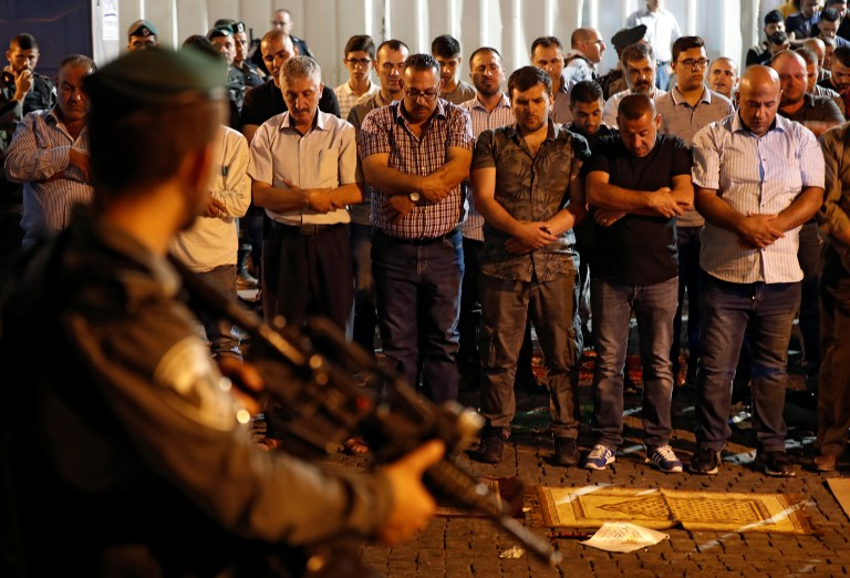 Three Palestinians reportedly killed amid clashes over Jerusalem shrine