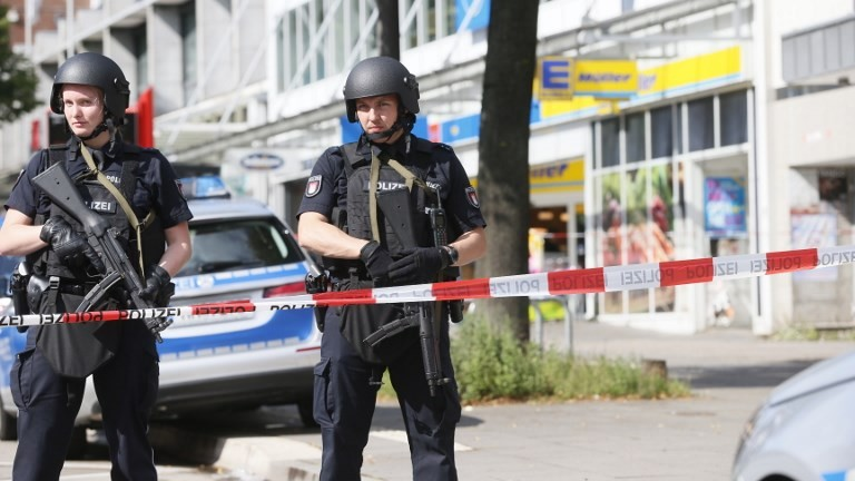 Police cordon off the area around a supermarket in the German city of Hamburg, where a man killed one person and wounded several others in a stabbing attack on July 28, 2017 . (AFP Photo/dpa/Paul Weidenbaum)
