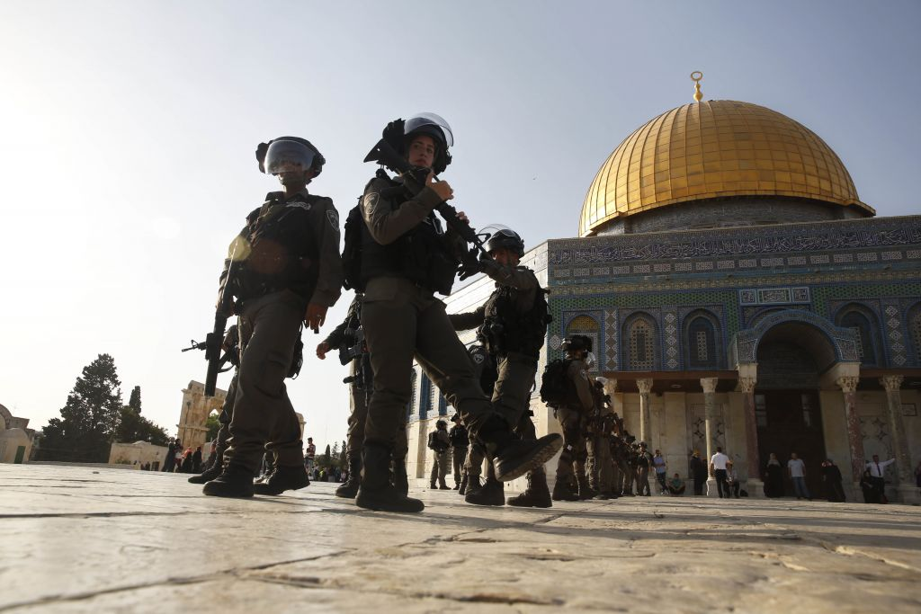 Border Police officers stand guard next to the Dome of the Rock on the Temple Mount in Jerusalem's Old City Thursday, July 27, 2017. (AP /Mahmoud Illean)