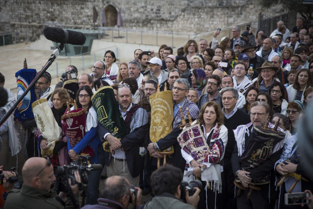 A group of American Conservative and Reform rabbis and the Women of the Wall movement members hold Torah scrolls during a protest march against the government's failure to deliver a new prayer space, at the Western Wall in Jerusalem Old City, November 2, 2016. (Hadas Parush/Flash90)