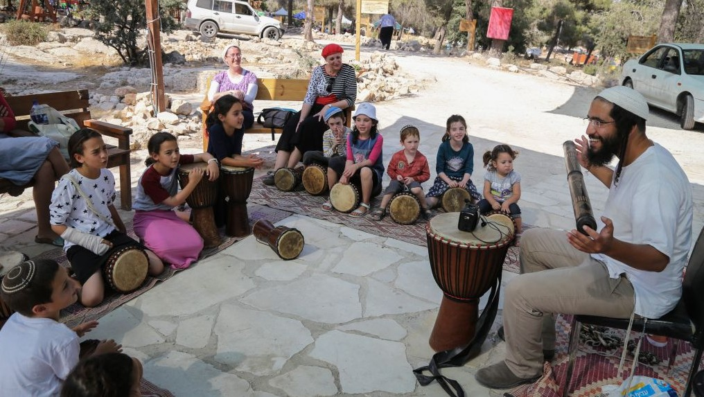 Israeli children take part in activities during an event opening the new Zionism Boulevard at the Oz Vegaon outpost in Gush Etzion, on July 9, 2017. (Gershon Elinson/Flash90)