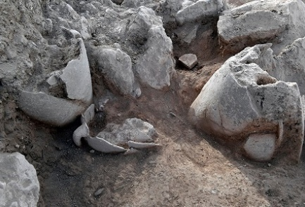 Jugs unearthed at the site of the ancient city Shiloh, July 2017. (Shiloh Association)