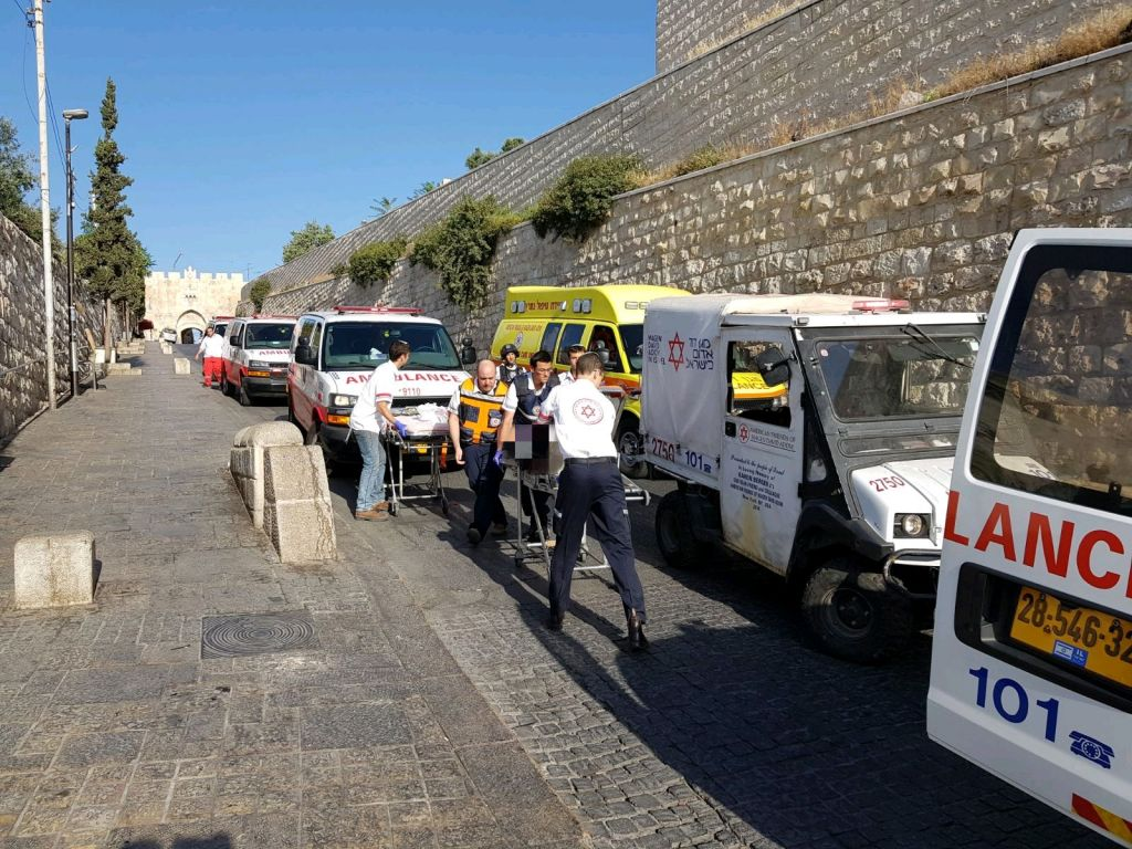 Three attackers shoot at police in Jerusalem before being killed