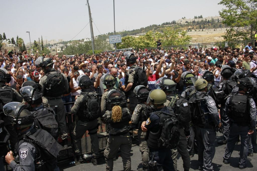 Three Palestinians killed, others injured in Israeli crackdown at Al-Aqsa Mosque